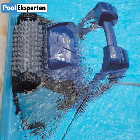 Cloclonx Pro RC 4400 kan støvsuge poolvægge og vandlinje også