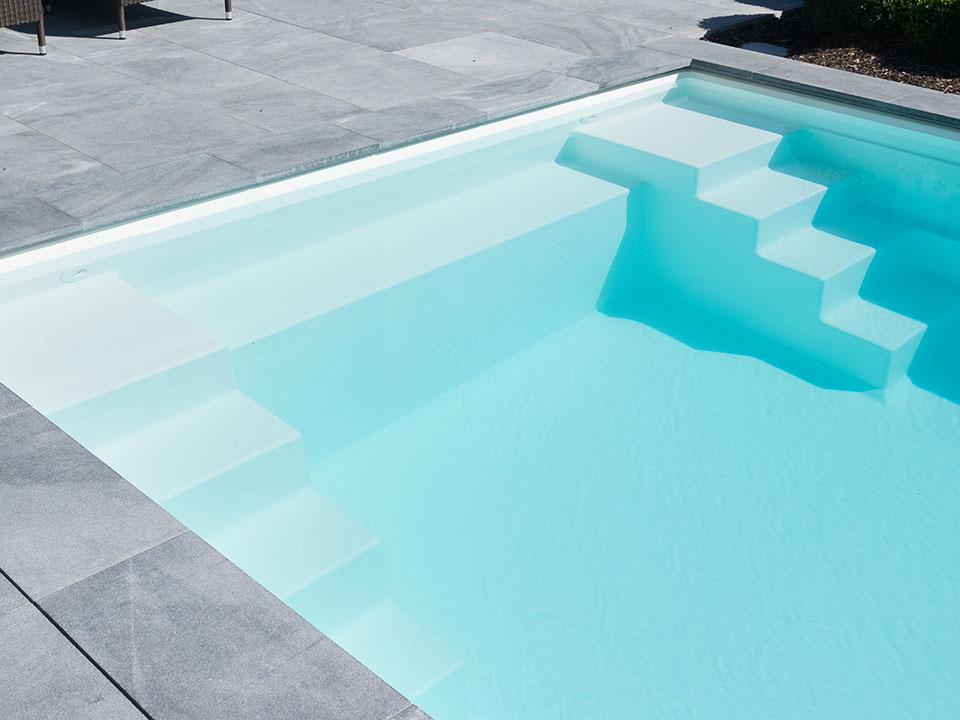 PP pool med dobbelt trappe og bænk