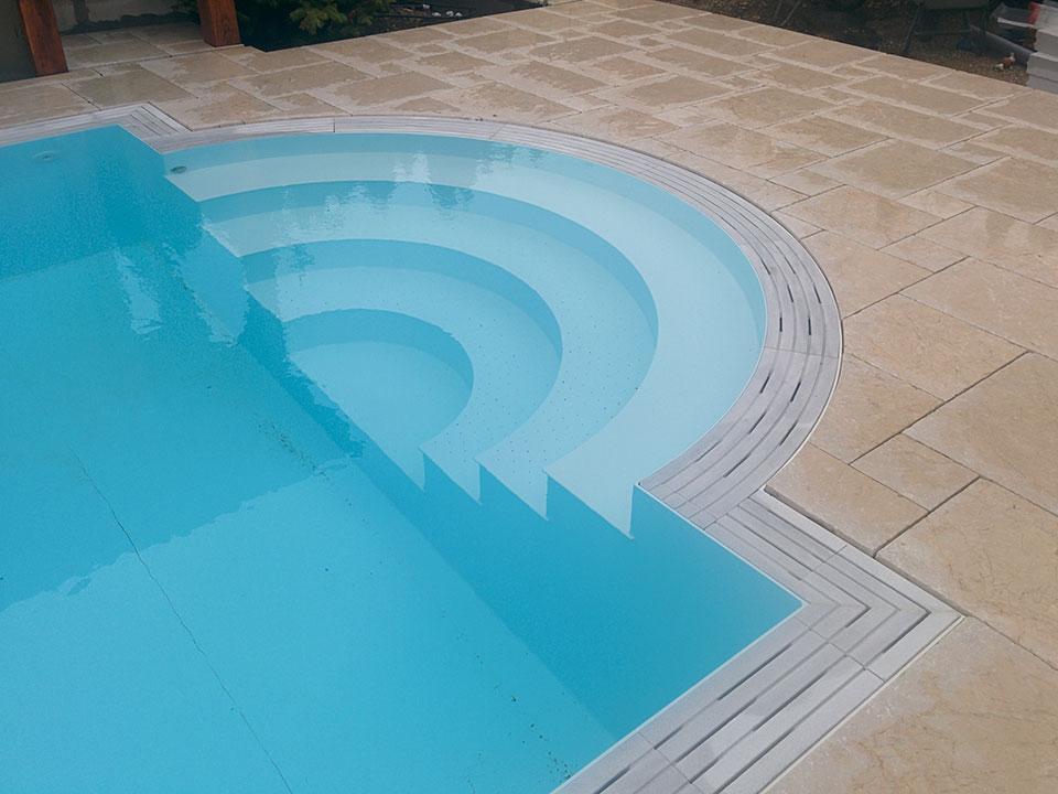 PP pool med trappe i halvcirkel