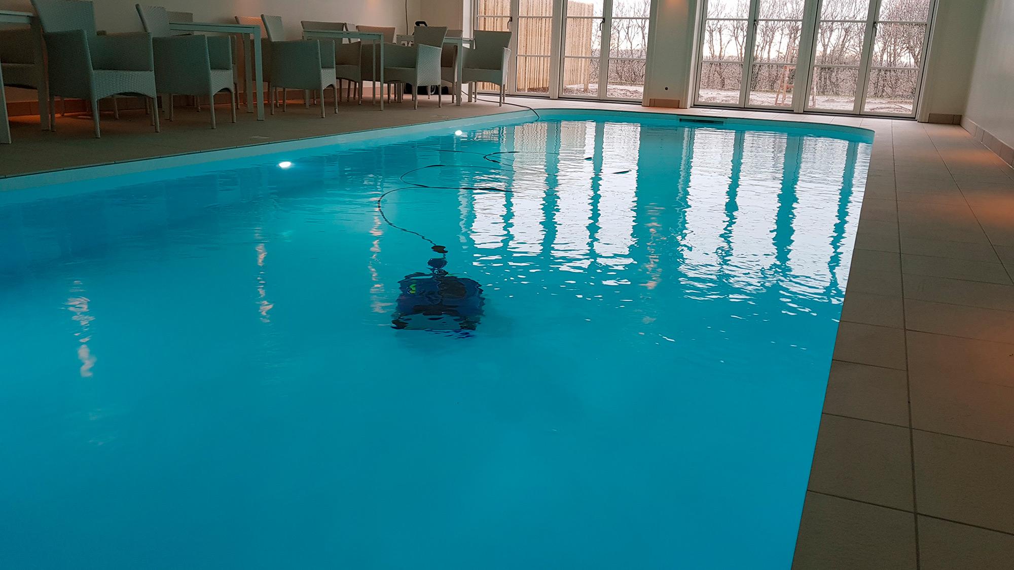 PP indendørs pool med poolrobot