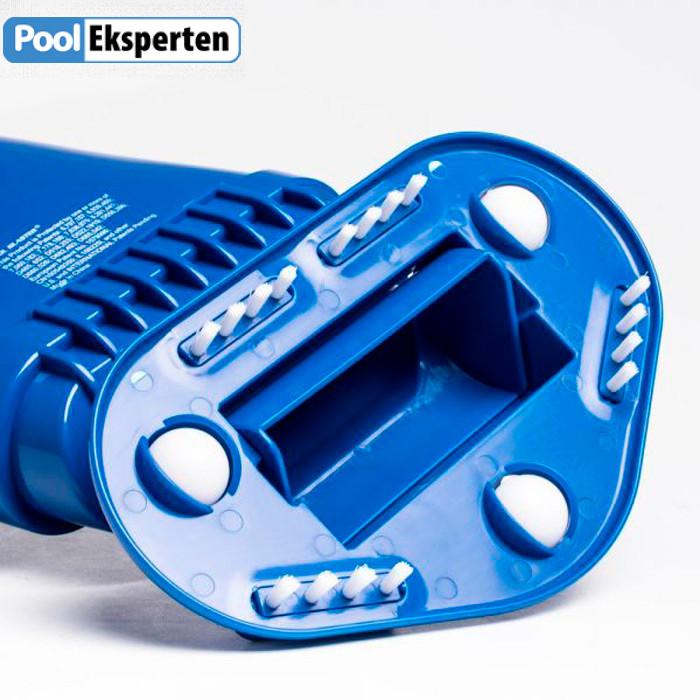 Pool Blaster Aqua Broom Recharge er en pool- og spastøvsuger, der er let at håndtere og som har et genopladeligt litium batteri