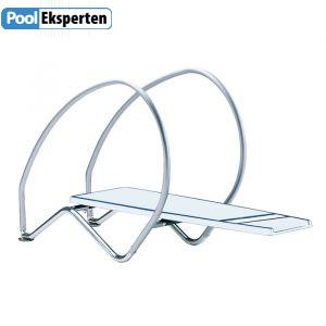 Udspringsvippe til swimming poolen som er ekstra bred