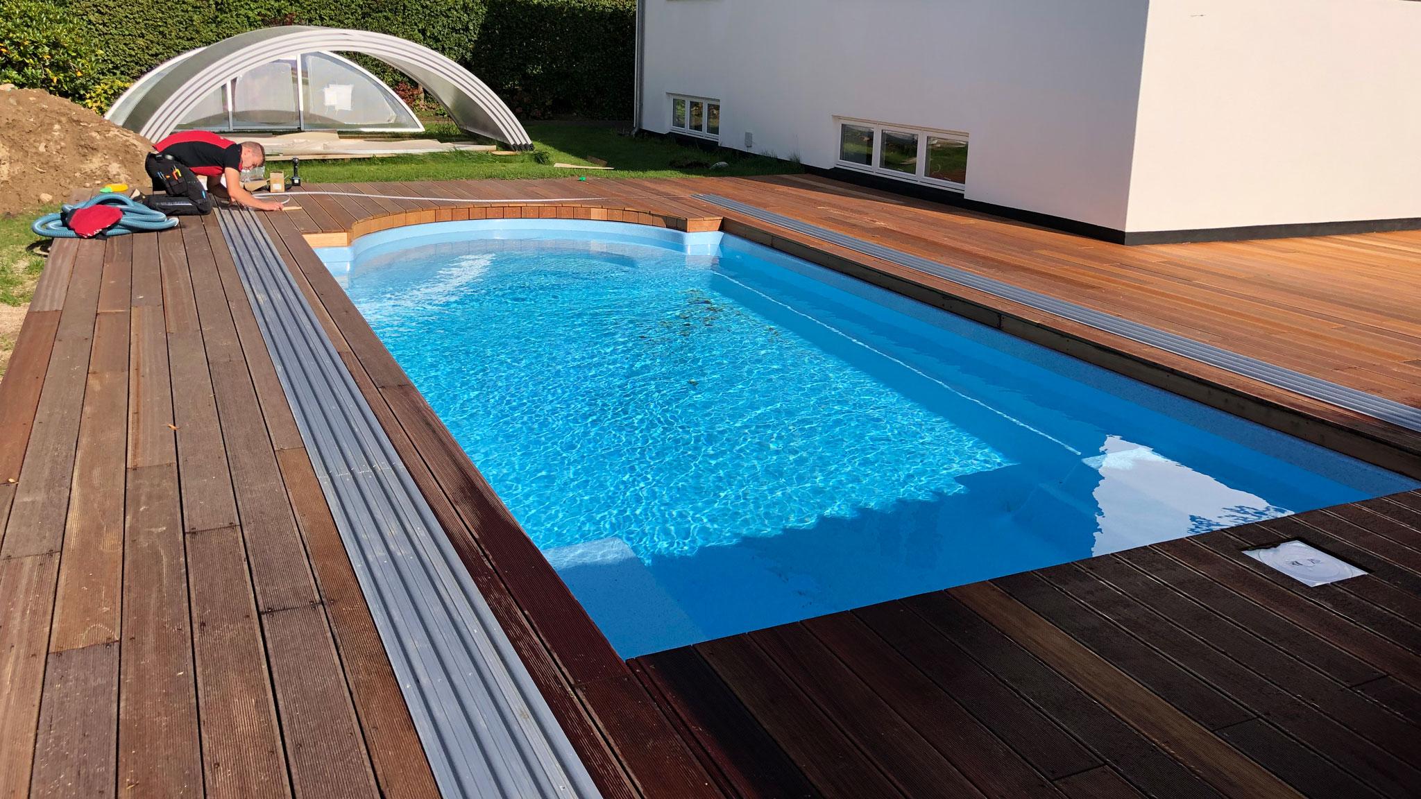 Opsætning af pooltag (overdækning) på glasfiber pool