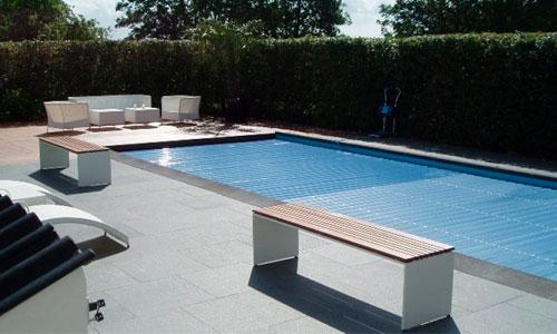 Natura serien har også terrasse fliser, som hører sammen med pool kantfliserne