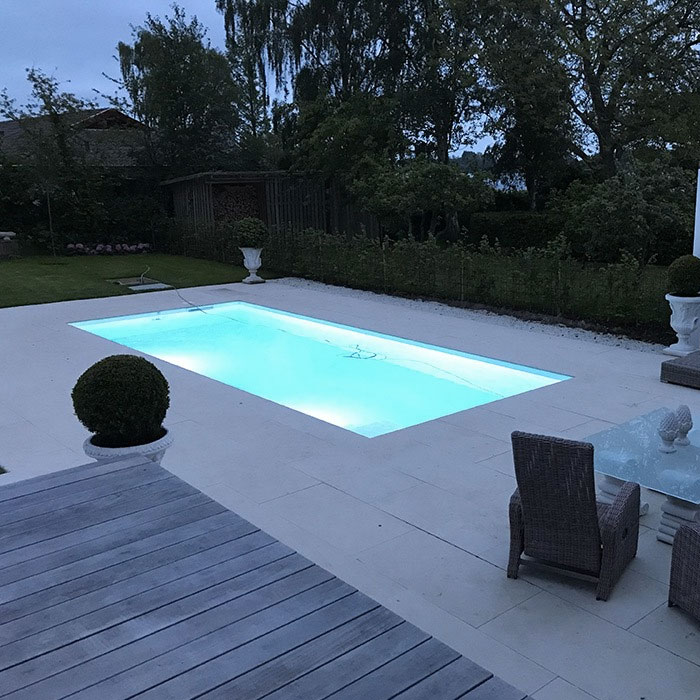 Adagio Pro Hvid 100 mm installeret i Central-pool på 8 x 3,6 meter