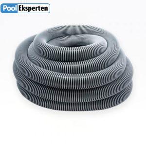 Vacuumslange til støvsugning af swimmingpool.